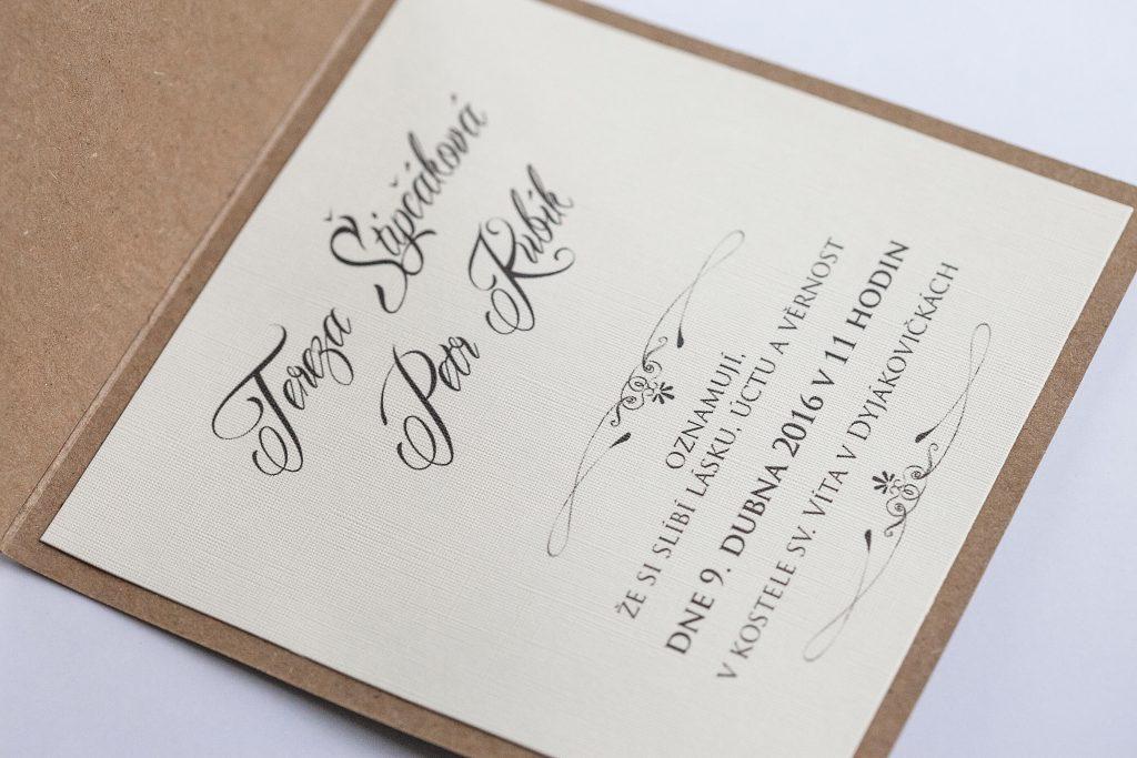 Otevírací čtvercové svatební oznámení v přírodním stylu vnitřní grafika svatebního oznámení