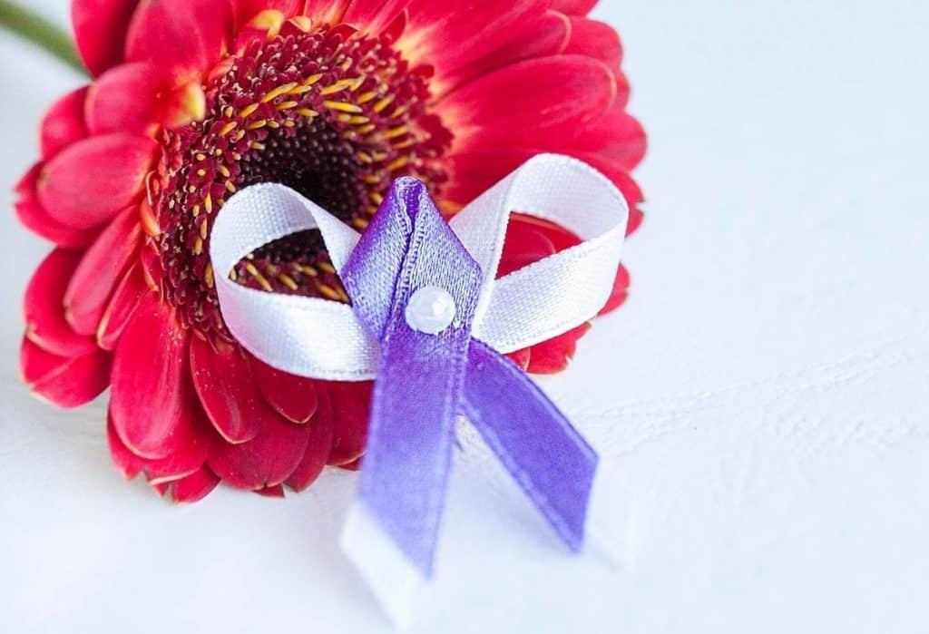Klasické svatební vývazky levné fialové