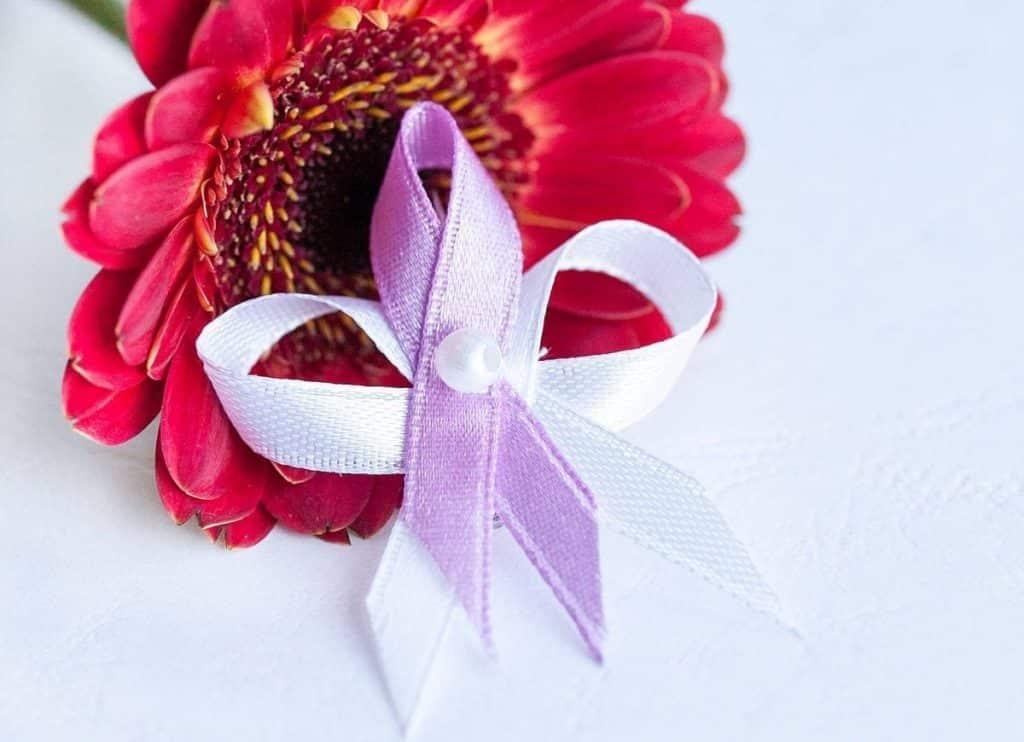 Levné svatební vývazky bílo-lila levné