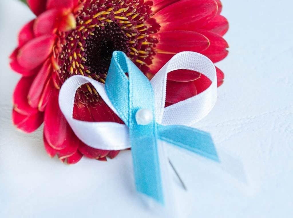 Klasické levné svatební vývazky s perličkou, bílo-tyrkysová kombinace
