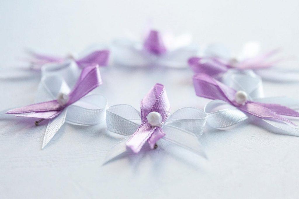 Klasické svatební vývazky bílo-lila