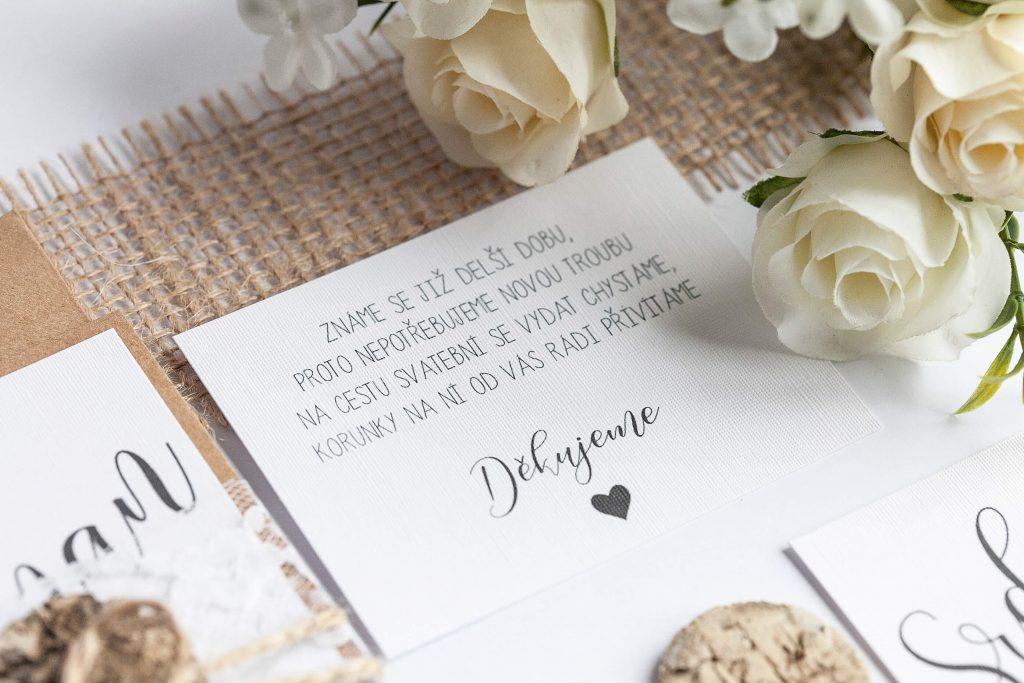 Rustikální svatební oznámení s krajkou a srdcem z kůry kartička dary