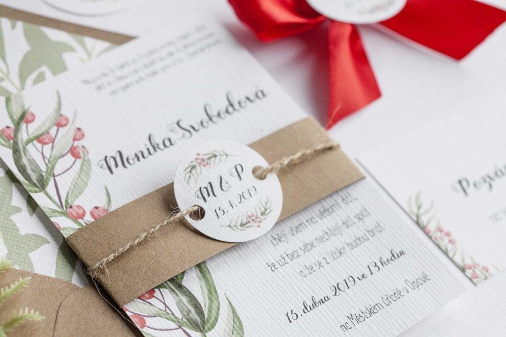 Přírodní svatební oznámení s bobulemi a kolečkem